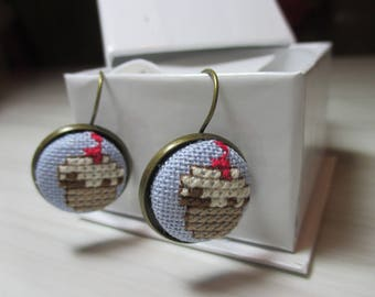 """A pair of earring sleeper embroidered """"Chocolate cake"""""""