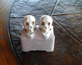 Vintage Old fashioned skeleton bobble head salt and pepper shakers