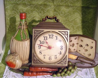 Vintage Mid Century New Haven Burwood Model: 460-1 Cheese, Grapes, Carrots & Wine Kitchen Clock