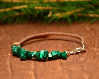 green chips beaded bracelet, bohemian bracelet with stones, ethnic leather bracelet, boho gemstone bracelet, spiritual gift for her
