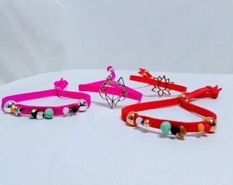 Large suede #RoseFluo #OrangeCorail #PerlesMulticolores bracelet