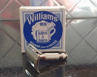 Vintage 1966 L2 Gillette Travel Tech Double Edge Safety Razor With Complimentary Shaving Soap