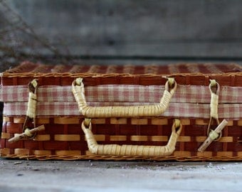 French rattan briefcase. Vintage basket. French wicker suitcase. French woven basket. Sewing basket. French rattan pannier. French luggage.