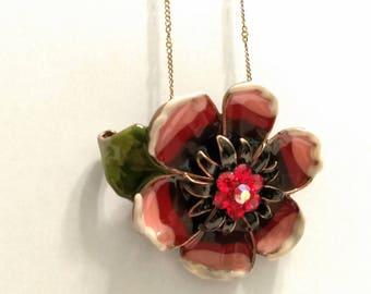 Beautiful vintage flower necklace