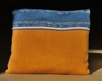 Sand | knitted cushion