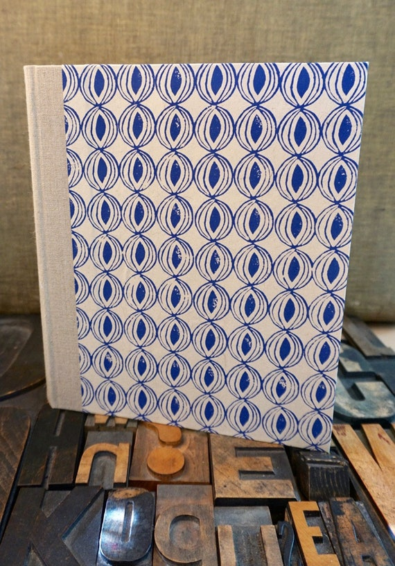 Photo Album - Large with Medium with a Blue Onion Pattern