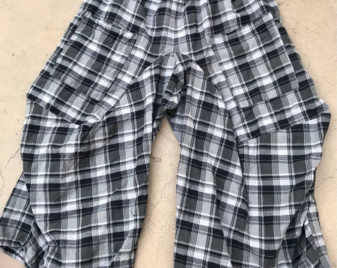 Plus size plaid lagenlook pant in grey and black