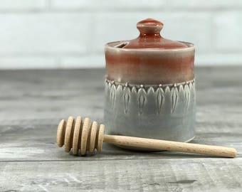 Handmade honey pot. Porcelain honey pot. Red to grey ombrè glazed with stamped pattern. Ceramic honey jar. Wooden honey dipper. Red kitchen.