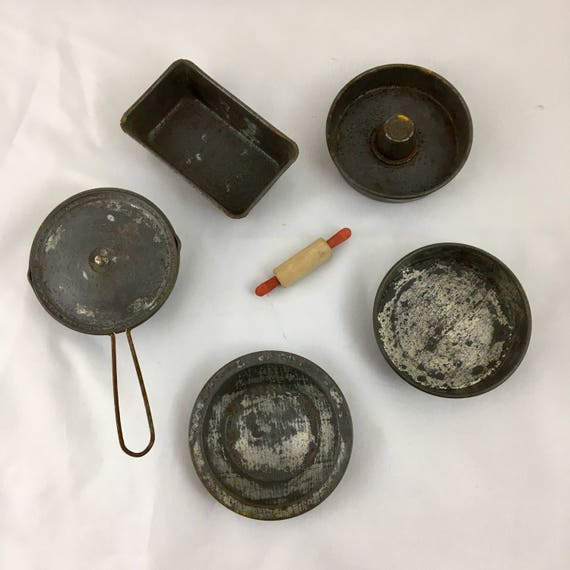 Lot of Vintage Tin Miniature Cooking Pans