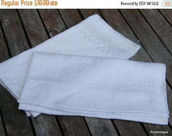 Christmas in July 2 Vintage Damask Linen Clothes, Creamy White Napkins