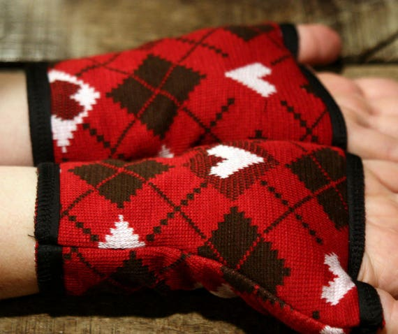 Cuff/mitten heart, red/white/black knit Jacquard cotton and jersey.