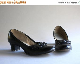 STOREWIDE SALE 1950s Shoes / Vintage 50s Black Leather Demi Bow Heels / 1940s 1950s Red Cross Shoes