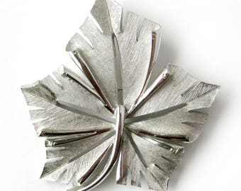 Vintage Silver Leaf Brooch / Etched Silver Brooch / Brushed Silver / Fall Leaf / Trifari Jewelry / Costume Jewelry / Gift for Her