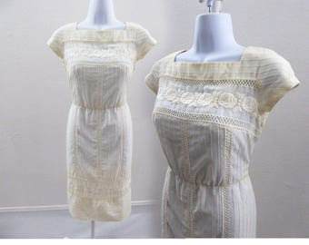 Vintage 50s Dress Size S White Cotton Lace Rockabilly Wiggle Day Cap Sleeve 60s