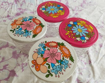 Set of Four (4) Vintage Quilted Ball Jelly Lidded Jars, Metal Flower Power, Pink and White Metal Lids