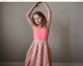 ON SALE 1950s Peachy Floral Circle Skirt~Size 8/10