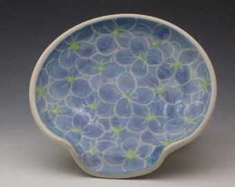 Ceramic spoon rest / Pottery spoon rest, made of porcelain, hydrangea pattern