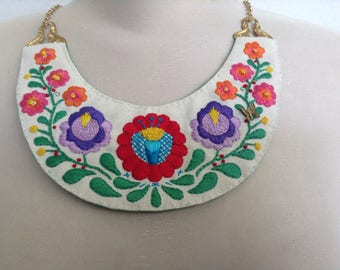 Embroidered bib necklace 2