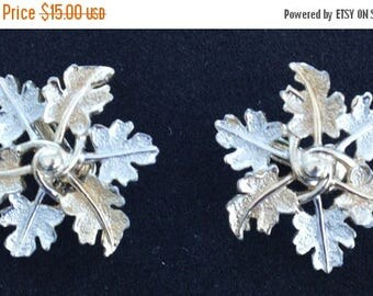 ON SALE Pretty Vintage Two-tone Leaf Clip Earrings, Sarah Coventry (M3)