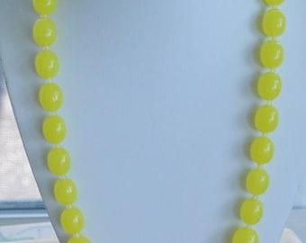 "ON SALE Pretty Vintage Lemon Yellow Graduated Plastic Beaded Necklace, 29"""