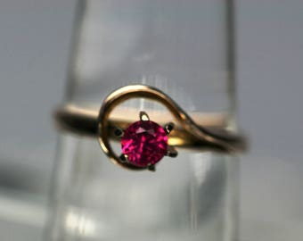 Vintage 14k YG and Spinel Ring
