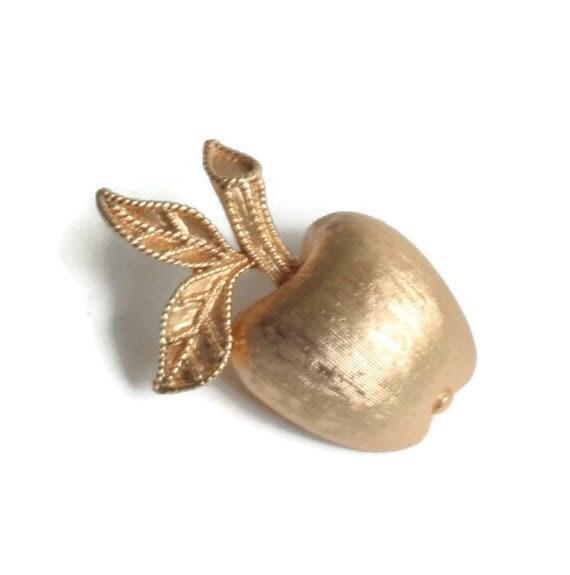 Gilded Apple Pin Gold Tone Vintage 1974 Smaller Size Avon Teacher Gift