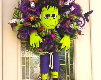 Frankinstine Halloween Wreath with Batterie operated sound and lights,Halloween Wreath,Front door Wreath,Halloween Wreath,Frankinstine Decor