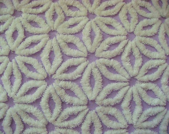 Hofmann Supertuft Lavender Daisy Plush Vintage Cotton Chenille 18 x 24 Inches