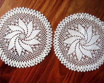 Doily HAND CROCHETED Lace Dresser Runner Bureau Scarf Cotton Tablecloth Creamy Spiral Duo
