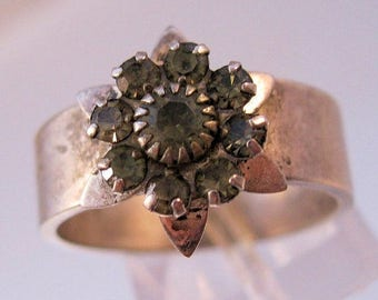 XMAS in JULY SALE Vintage Flower Ring Size 8.5 Silver Plated Rhinestone Costume Jewelry Jewellery