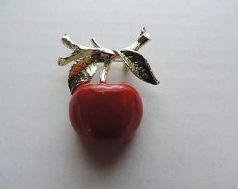 red apple pin 60s gold enamel forbidden fruit brooch vintage jewelry