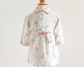 "Vintage 1950s 60s Baby Girls Size 12M Quiltex Corduroy Bath Robe, b24"" L16"", Pastel Pink Blue Yellow Carousel Balloon Novelty Print"
