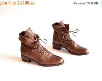 25% off Storewide // Vintage made in ITALY brown leather ankle boots / 7