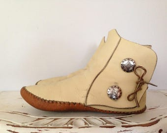 Beautiful Handmade Navajo Moccasins / Vintage Handmade Leather / Silver Buttons / Native Fashion / One Of A Kind
