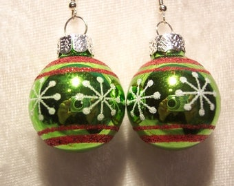 Green Christmas Bulb Earrings, Christmas Earrings, Green Earrings, Holiday Earrings, Glitter Earrings, Clip ons Available, Festive Earrings