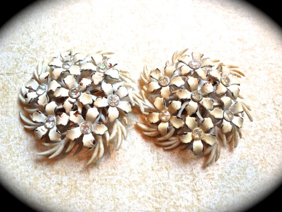 Vintage Cream, ivory  Floral Flower Cluster Clip on Plastic Earrings, 1960's