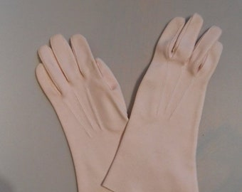 Anniversary Sale 35% Off She's A New Debutante - Vintage 1950s Petal Pale Pink Cotton Gloves - 6