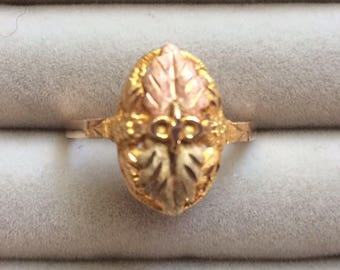 Lovely 10kt Gold Flower Leaf Etched Dome Ring sz 7