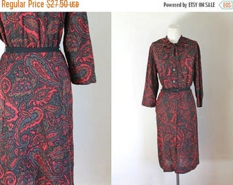 AWAY SALE 20% off 50 Percent OFF...last call // vintage 1960s shirtwaist dress - Nelly Don ascot tie dress / M