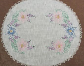 Vintage Hand Embroidered and Crocheted Floral Oval Linen Doily 20 Inches