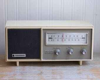 Vintage 7 Transistor Am FM Radio, Panasonic RE 6137 Cream Mid Century Kitchen Radio