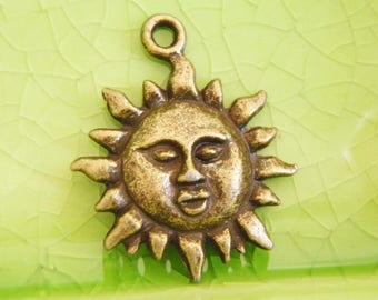 20 bronze sun charms pendants sunshine rays face smile Ra goddess summer beach vacation celestial planets tropical 23mm x 18mm - C0979-20