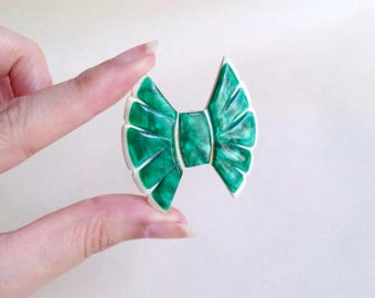 1930s 40s Green & cream galalith carved now brooch / 1940s 30s marbled plastic in