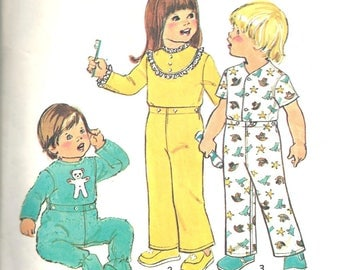 Toddlers Pajamas Sewing Pattern Simplicity 7067 Vintage 1970's Size 2 Childrens PJ's