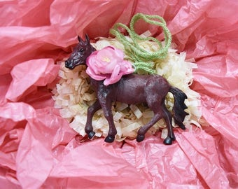 Party Favor Horse Necklace Toy with Flower Accent