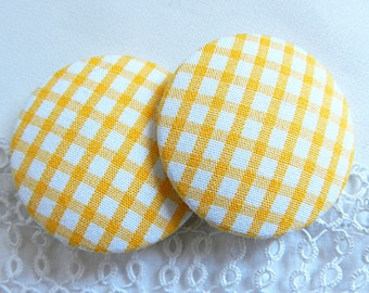 Yellow gingham button, 40 mm / 1.57 in diameter
