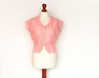 Vintage Womens Blouse Short Sleeve Top / Buttoned Up Down / Crop Cropped / Collar / Pastel Pink / Floral Embroidery / medium small