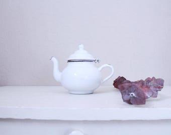 Vintage Mini Enamel Teapot // Kitchenwares