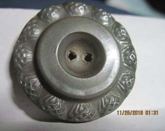 """ANTIQUE EXCELLENT 1800's/1900's Lg. 1 1/2"""" Gray Art Deco Molded Wavy Rim Celluloid Coat Button w/ Japanned Back..#1002"""