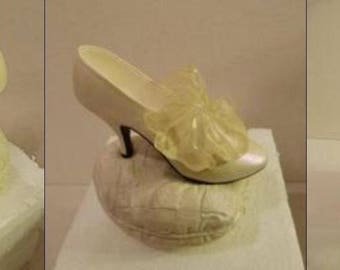 """Willitts Just The Right Shoe """"Devoted-To-You"""" Mini Shoe Musicbox Valentine's Day"""